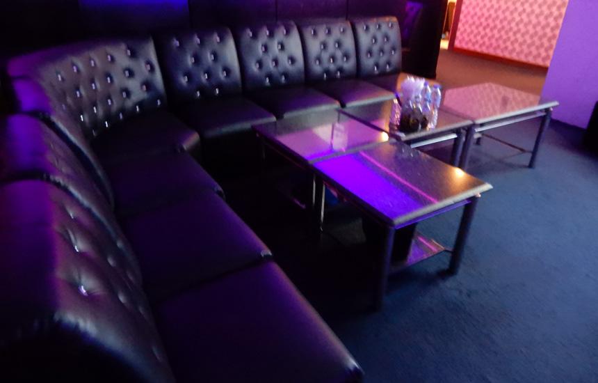 トンローの日本人常駐カラオケ「Executive Lounge EL / ラウンジ エル」